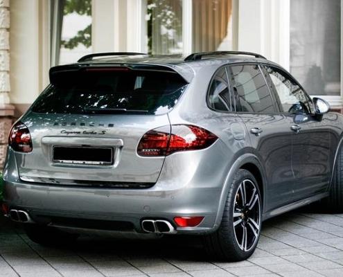 Porsche Cayenne zu breit für Hoteltiefgarage