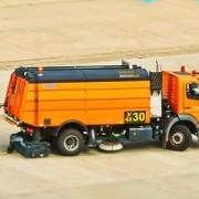 Kollision auf dem Autobahnparkplatz mit Sonderfahrzeug☎ Fon 040/49 08 83 4