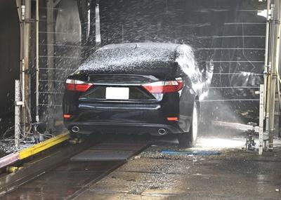 Unzureichender Hinweis bei Nutzung einer Waschanlage durch Automatikfahrzeuge